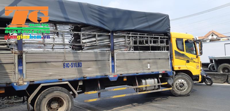 Trần Gia đầu tư vào xe tải để vận chuyển giàn giáo cho thuê đến với công trình của các nhà thầu xây dựng